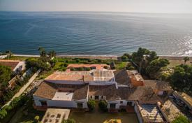 Coastal houses for sale in Andalusia. Villa – El Paraíso, Andalusia, Spain