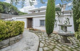 Houses with pools for sale in Costa del Maresme. Luxury villa with a pool, a veranda and a garden, overlooking the sea and mountains, near the beach and the city center, Calella, Spain
