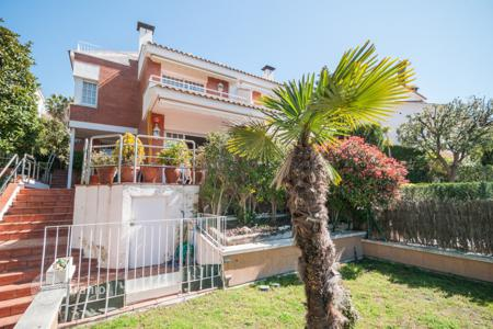 5 bedroom houses for sale in Teià. Villa - Teià, Catalonia, Spain