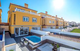 Cheap townhouses for sale in Valencia. 3 bedroom townhouse in La Zenia