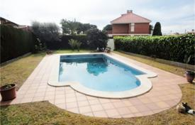 Houses with pools by the sea for sale in Costa Dorada. Villa – Calafell, Catalonia, Spain