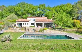 Property for sale in Chateauneuf-Grasse. Villa – Chateauneuf-Grasse, Côte d'Azur (French Riviera), France