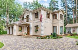 Houses with pools for sale in Bulduri. Elegant mansion in Jurmala