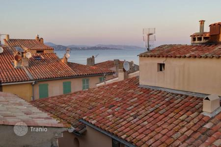 Luxury 1 bedroom houses for sale overseas. Saint-Tropez — Village house to be refurbished