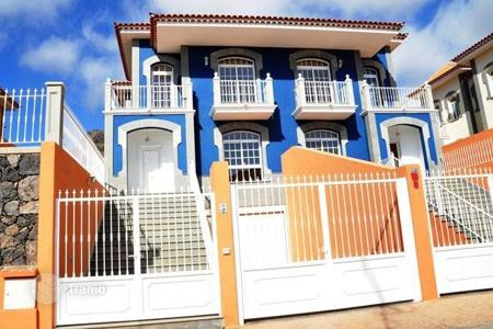 Townhouses for sale in Canary Islands. New townhouse in a quiet residential area of Costa Adeje