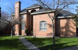 Property for sale in Madrid (city). Spacious villa with a garden, a pool and a terrace, Aravaca, Madrid, Spain