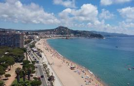 4 bedroom apartments for sale in Catalonia. Fantastic flat with 4 bedrooms and sea views in Blanes