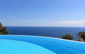 Villas and houses for rent with swimming pools in Èze. Contemporary house facing the sea