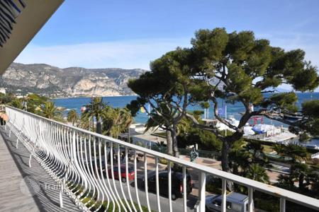 Luxury 2 bedroom apartments for sale in Côte d'Azur (French Riviera). Fantastic 115 m² apartment facing the harbor of Beaulieu