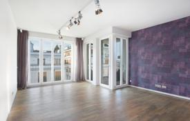 Luxury 2 bedroom apartments for sale in Germany. Penthouse with a roof-top terrace, in a residence with two fitness centers, a sauna and a parking, in Maxvorstadt, in the center of Munich