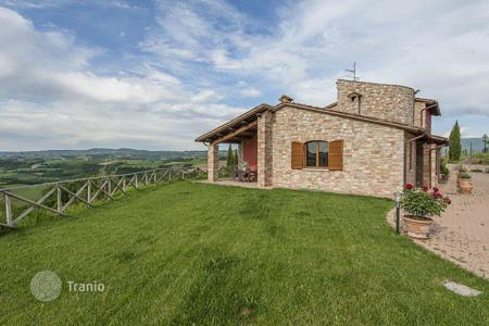Houses for sale in Todi. Charming stone villa with a large garden of 5000 m² and a breathtaking view