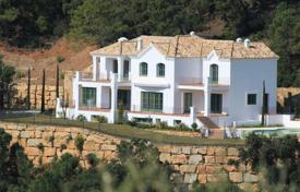 Luxury houses with pools for sale in Andalusia. Superb villa in Marbella Club Golf Resort