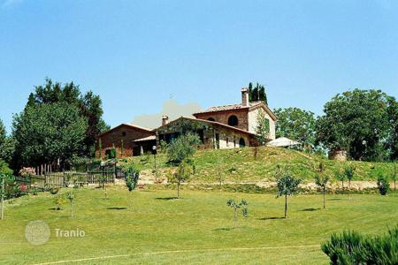 Houses for sale in Sinalunga. Tipical Tuscan house