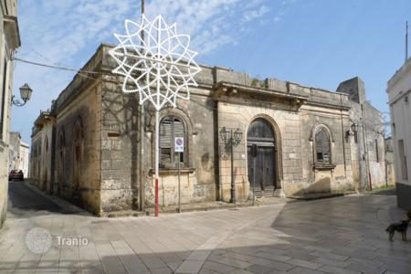 Residential for sale in Province of Lecce. Historic building with a garden, in the center of Patu, Italy