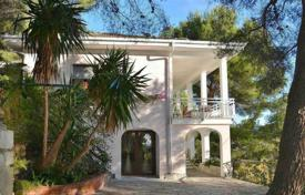 Coastal villas and houses for rent in Liguria. Villa in Cervo, Italy