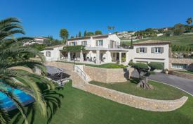 Luxury houses with pools for sale in Saint-Paul-de-Vence. Saint-Paul de Vence — Impressive residence