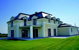 Residential for sale in Baden bei Wien. Exclusive villa with plot of land and garage on the lake in Ebreichsdorf, Austria