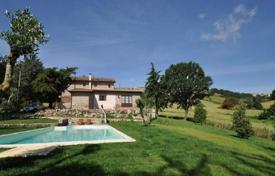 4 bedroom houses for sale in Grosseto (city). Ancient stone house with a swimming pool in Grosseto, Tuscany, Italy