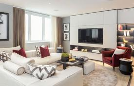 Property for sale in London. Spacious three-bedroom apartment with a balcony in a new residence with a concierge, a parking and a gym, London, UK
