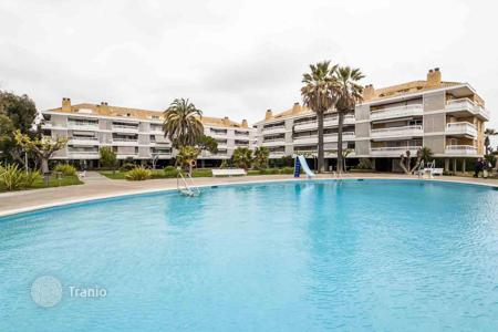 5 bedroom apartments for sale in Catalonia. Penthouse at the sea in Gava Mar
