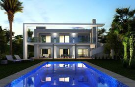 Luxury villa with a pool, a garden and a parking, in a prestigious area, close to the beach, Benalmadena, Spain for 999,000 €
