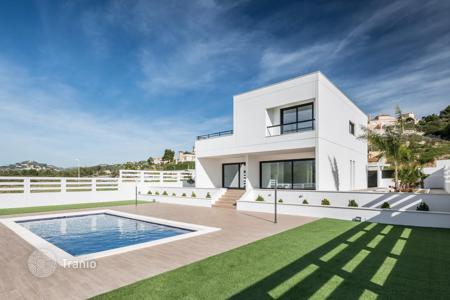 3 bedroom houses by the sea for sale in Costa Blanca. MODERN VILLA IN CALPE