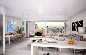 5 bedroom apartments for sale in Spain. New apartment with a terrace, a parking and sea views in a residential complex with a garden, a swimming pool and a gym, Estepona, Spain