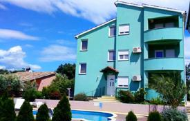 Houses with pools by the sea for sale in Istria County. Townhome – Ližnjan, Istria County, Croatia