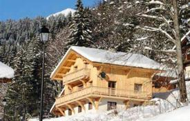Chalets for rent in Morzine. A spacious chalet with a cozy living room, a fireplace and access to the balcony, 5 bedrooms and en-suite bathrooms, Morzine, France