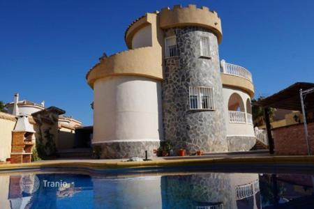 4 bedroom houses for sale in Ciudad Quesada. 4 bedroom villa with private pool, solarium, BBQ and bar area in Rojales