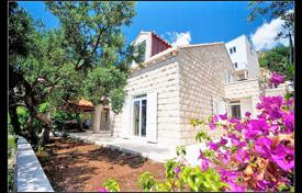 Luxury property for sale in Croatia. Spacious villa with a private garden, a barbecue, a parking and a sea view, Dubrovnik, Croatia