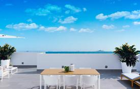 Cheap residential for sale in Mar Menor. Penthouse with solarium and sea views in Los Alcázares