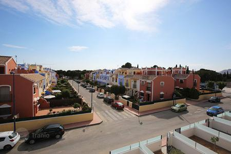 Cheap houses for sale in Murcia. Murcia, Los Narejos, Community Pinar de Roda Golf. Duplex 96 m² and 166 m² plot