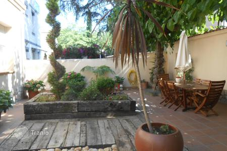 Residential for sale in Tiana. House for sale in the center of Tiana, a great area. With a beautiful garden, 2 terraces and alarm system. At 2 minutes from amenities