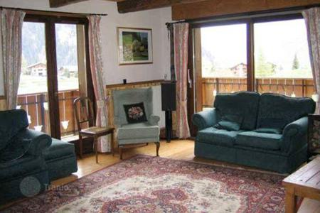 Property to rent in Chatel. Comfortable chalet with jacuzzi, sauna and parking in the ski resort of Chatel, France