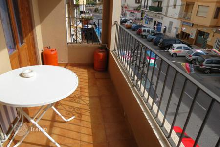 Cheap residential for sale in Moraira. Apartment of 2 bedrooms close to amenities and the beach in Moraira