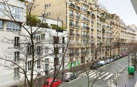 4 bedroom apartments for sale in Paris. Paris 16th District – A bright and entirely renovated apartment