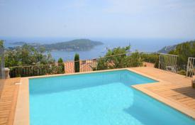 4 bedroom houses for sale in Villefranche-sur-Mer. Renovated panoramic sea view house with swimming pool