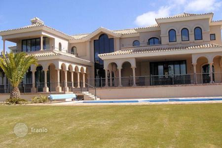5 bedroom houses for sale in Buron. Villa on Avenue Los Cortijos, Sotogrande Alto