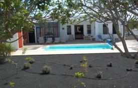 5 bedroom villas and houses to rent in Canary Islands. Villa – Canary Islands, Spain