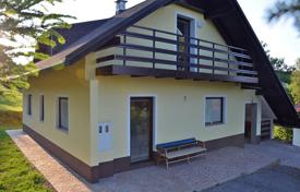 Residential for sale in Ljubljana. This is an attarctive, detached house, 155 m² with land measuring 1120 m² in the hamlet of Strletje