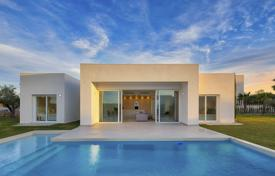 3 bedroom houses for sale in Alicante. Modern design villas with private pool in the exclusive resort of Las Colinas Golf