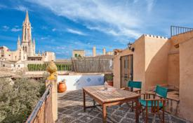 Townhouses for sale in Balearic Islands. Four-storey townhouse with a private rooftop terrace, in the picturesque area of Palma, Mallorca, Spain