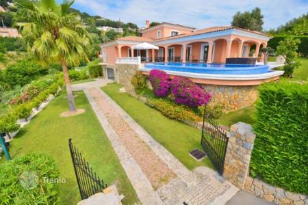 4 bedroom houses for sale in Provence - Alpes - Cote d'Azur. Villa – Antibes, Côte d'Azur (French Riviera), France