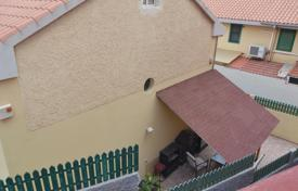 Apartments for sale in Gran Canaria. Family house in San Fernando