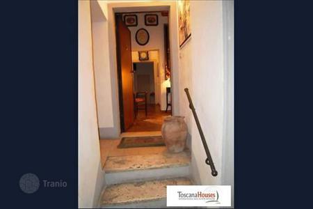 4 bedroom apartments for sale in Siena. Apartment – Siena, Tuscany, Italy