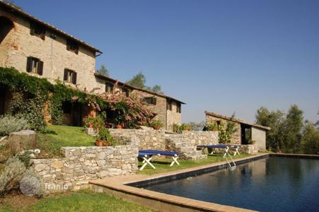 Villas and houses for rent with swimming pools in Italy. Villa – Lucca, Tuscany, Italy