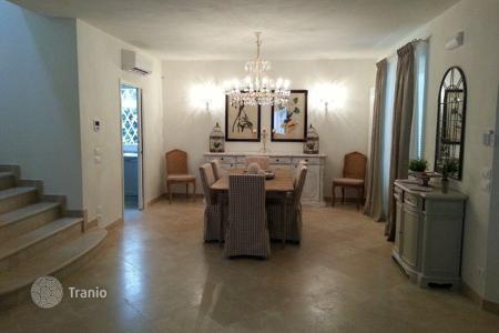5 bedroom villas and houses by the sea to rent in Marina di Pietrasanta. Villa – Marina di Pietrasanta, Tuscany, Italy