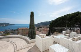 Villas and houses for rent with swimming pools in Villefranche-sur-Mer. Villefranche-sur-Mer — Panoramic sea view