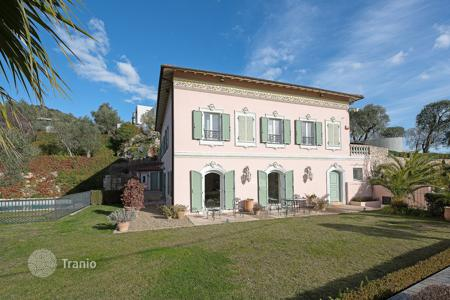 5 bedroom houses for sale in Villefranche-sur-Mer. Charming villa in a quiet area